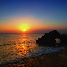 Tanah Lot, Bali, Indonesia by Yoshida Fujiwara - Landscapes Sunsets & Sunrises ( bali, sunset, indonesia, landscape photography, tanah lot )