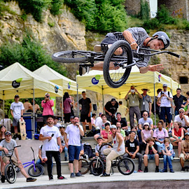 Luca The Showmaster by Marco Bertamé - Sports & Fitness Other Sports ( luca, skatepark péitruss, flying, rope, spectators, air, show, high, luxembourg, jump, bicycle )