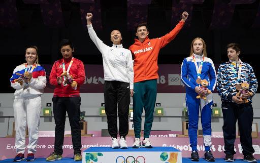 Аргентин улсын нийслэл Буэнос-Айрес хотноо болж буй Залуучуудын олимпийн наадамд буудлагын холимог багийн төрөлд Монгол улсын тамирчин Эрдэнэчулууны Энхмаа Унгар улсын тамирчин Залан Пеклер нарын баг алтан медаль хүртлээ.