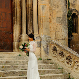 Waiting for who ? by Gérard CHATENET - Wedding Other