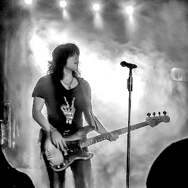 Reid Perry by Paul Frese - People Musicians & Entertainers ( music, song, concert, black and white, guitar, crowd, people, the band perry, smoke, live )