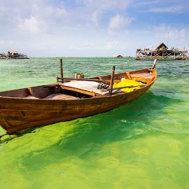 a boat @ trikora beach - bintan by Demi Nst - Transportation Boats ( tranportation, bintan, trikora, sea, beach, boat )