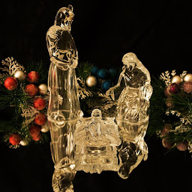 Crystal Nativity by LINDA HALLAUER - Artistic Objects Glass