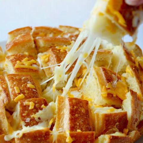 Pull-Apart Cheesy Garlic Bread Recipe | Yummly