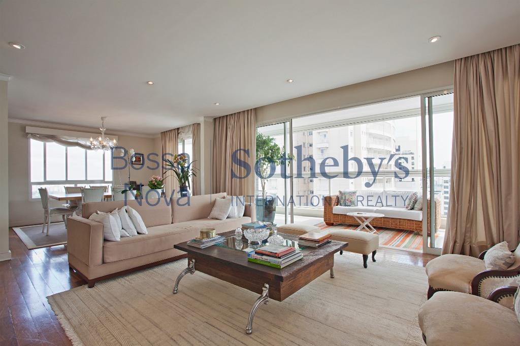 Apartamento  com ótima planta e localização excelente.