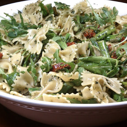 Pesto Pasta with Asparagus, Sun-Dried Tomatoes and Arugula