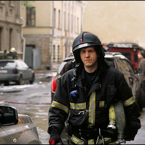 Fireman by Dmitry Ryzhkov - Professional People Military ( fireman, people )