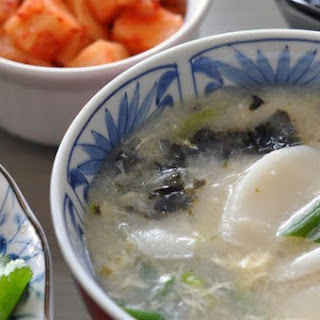 Vegetarian Dduk Gook (Korean Rice Cake Soup)