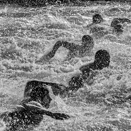 Run by Nenad Borojevic Foto - Sports & Fitness Swimming ( water, drop, swim, drops, lake, men, run, people, man, swimming, river )