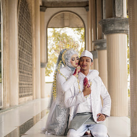 Wedding Couple by Hua Wen Chou - Wedding Bride & Groom ( couple, wedding, indonesia )