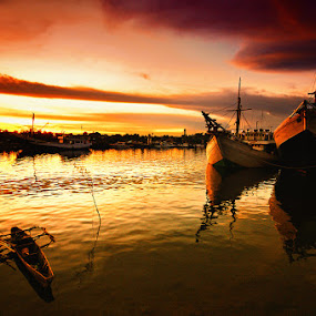 Tanjung laut harbour by Taufiqurakhman Ab - Transportation Boats