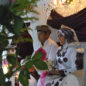 Tradition by Mohd Khairil Hisham Mohd Ashaari - Wedding Bride & Groom ( wedding, tradition )