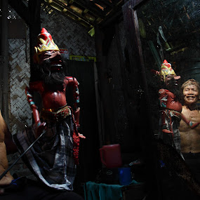 the puppet men by Khairur Rijal Pauzi - People Musicians & Entertainers ( music, photogrphy, street, puppet, people, human )