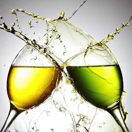 Yellow and Green glass water splash by Peter Salmon - Artistic Objects Glass