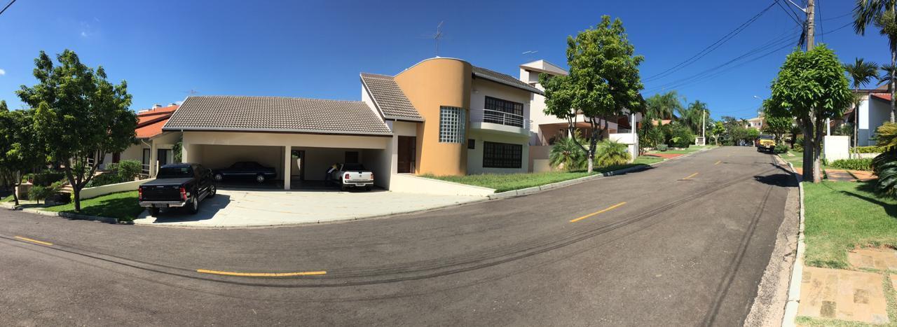 Linda casa, 5 suítes com banheira, 1 suíte para empregada, 3 salas, sala íntima, piscina,.