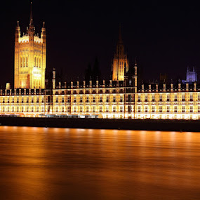 North Bank by Peter Parker - Buildings & Architecture Other Exteriors ( exposure, parliament, thames, bank, night, north )