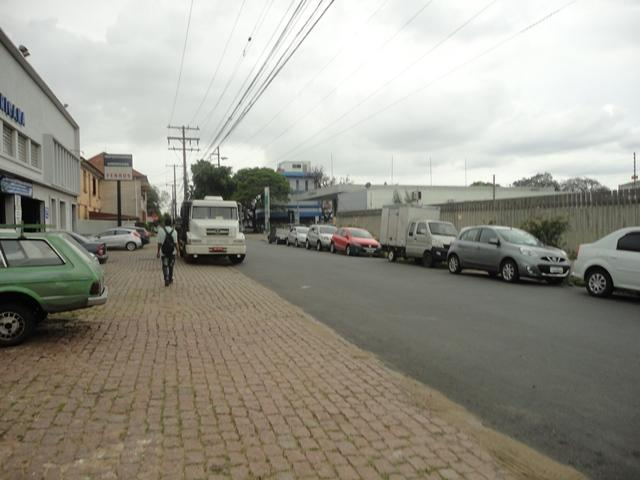 Ótimo terreno, plano, único na quadra, junto a Avenida Brasil, c/9,80m de testada, próprio para pavilhão.