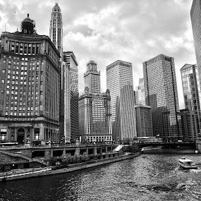 River and buildings by Cristobal Garciaferro Rubio - Buildings & Architecture Office Buildings & Hotels ( clouds, river chicago, black and white, chicago, usa )