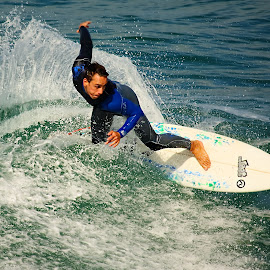 Demi-tour by Gérard CHATENET - Sports & Fitness Surfing