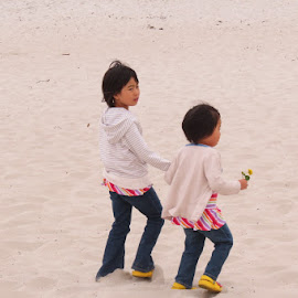 Sisters by Rita Goebert - Babies & Children Children Candids ( girsl; beach; monterey bay; california; fun )