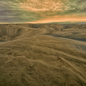 Dunes and sunrise by Cristobal Garciaferro Rubio - Landscapes Deserts ( clouds, sand, dunes, mountain, desert, rise, sun )
