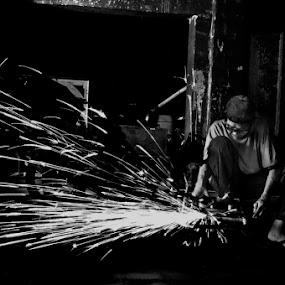 Welder by Basuki Mangkusudharma - People Street & Candids ( welder )