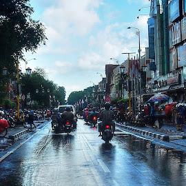 Wet Roads by Dedi Sukardi - City,  Street & Park  Street Scenes ( central java, city scene, afternoon, indonesia, malioboro, historic district, trip, wet, street scene, jogja, roads, travel locations )