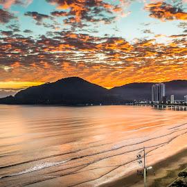 B Camboriu at Dawn by Rqserra Henrique - City,  Street & Park  Skylines ( clouds, brazil, mountain, dawn, builds, rqserra, cambiriu, ocean, colorfull, beach )