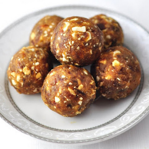DATES AND NUTS LADOO - A HEALTHY DESSERT IN 3 MINS