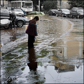 It rain by Dmitry Ryzhkov - City,  Street & Park  Street Scenes ( street, moscow, photo, people, sity, rain )