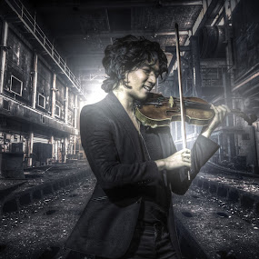 Violinist in HDR by Reza Roedjito - People Portraits of Men