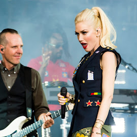 Gwen Stefani with No Doubt by Russ Heim - People Musicians & Entertainers ( famous, concert, gwen stefani, no doubt, global citizen, star, earth day )