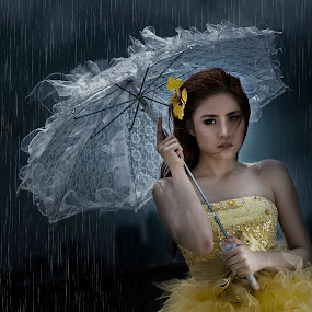 even in the rain.... by Lie Oktevianus - People Portraits of Women