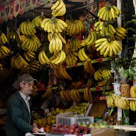 Fruit market by Lyn Simuns - People Street & Candids ( city, fruit )