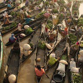 pagi d'pasar terapung(floating market) by Muhammad Fakhriannur - News & Events World Events