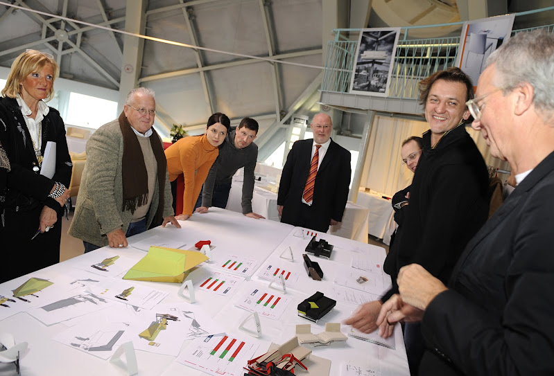 Xavier Lust and Gijs Bakker judging Tom De Vrieze his winning creation