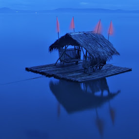 Floating Cottage by Dacel Andes - Transportation Other