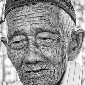 old man by Area Duatiga Romantois - People Portraits of Men ( usia, area23, senja, potret, tua )