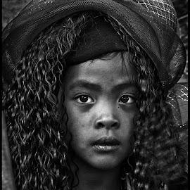 by Etienne Chalmet - Black & White Portraits & People ( black and white, street, children, people, portrait )