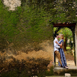 The gReen by Andrew Morgan - People Couples ( love, happiness, ruins, beauty, passion, wall )
