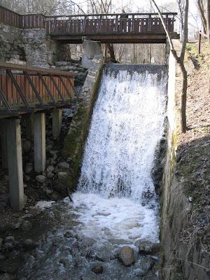 Водопад в Веркяйском региональном парке в Вильнюсе