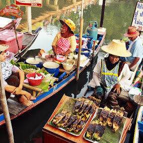 Vendors : Floating market by Abd Rahman - People Street & Candids