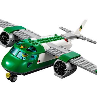 Грузовой самолет в аэропорту