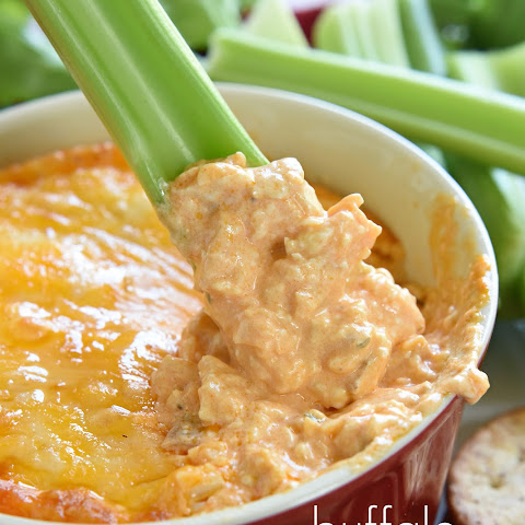Layer Buffalo Chicken Dip Rezept | Yummly