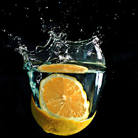 Lemon's Splash by Adriano Freire - Abstract Water Drops & Splashes ( mergulho, agua, escuro, limão, low light, amarelo )