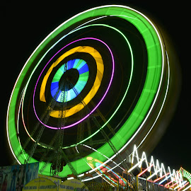 Gaint wheel ..long exposure by Sunil Shripad - City,  Street & Park  Amusement Parks ( #amusemnet #gaint wheel #long exposure sphoto, #photography #fair )