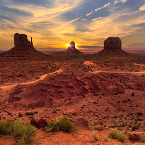 Monument Valley morning by Sushmita Sadhukhan - Landscapes Mountains & Hills ( navajo, monument valley, redsand, page, utah, tibal park,  )