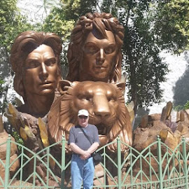 Siegfried and Roy monument in Las Vegas by Maricor Bayotas-Brizzi - Buildings & Architecture Statues & Monuments
