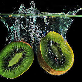 Kiwi by Adriano Freire - Food & Drink Fruits & Vegetables ( water, fruit, splash, kiwi, dive )