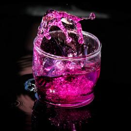 Pink splash by Suzana Trifkovic - Food & Drink Alcohol & Drinks ( water, splashing, splash, drink, pink, splashed )